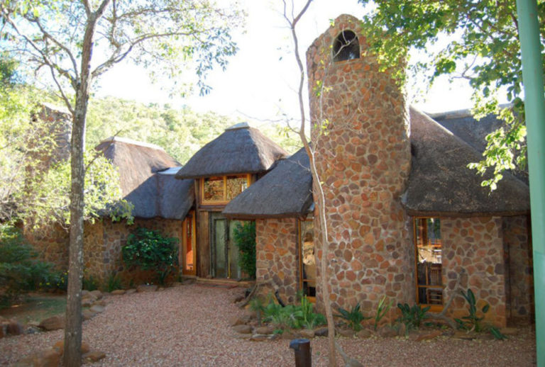BIG FIVE GAME LODGE TSHESHEPE